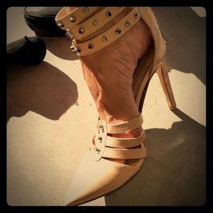 👠 BCBG heels 👠